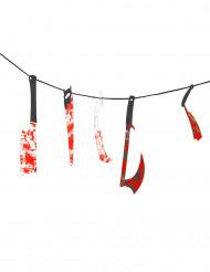 Slingers met bebloed gereedschap