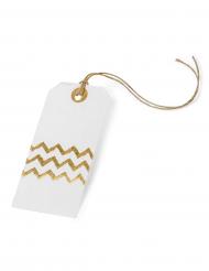 8 witte etiketten met goudkleurig zigzag patroon