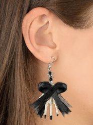 Skelet hand oorbellen met zwart strikje