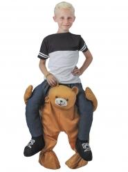 Kind op de rug van een beer kostuum