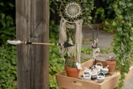 Pijl hangdecoratie van hout en veren