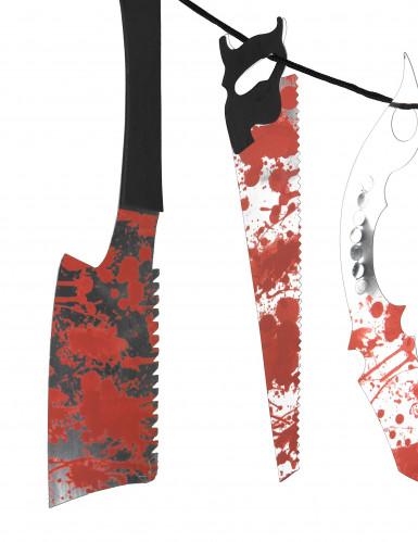 Slingers met bebloed gereedschap-1