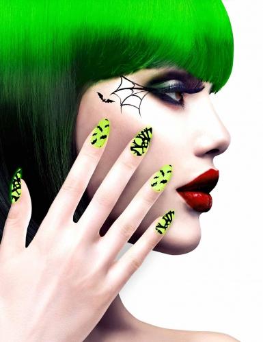 Groene nep nagels