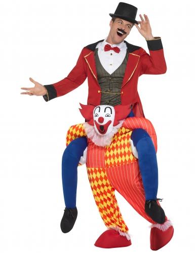 Man op rug van clown kostuum-1